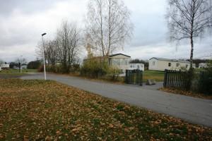 _1-4 Infart sedd från en annan vinkel - det är egentligen en kombinerad gång och cykelväg men det kommer Robin be kommunen om tillåtelse att få använda