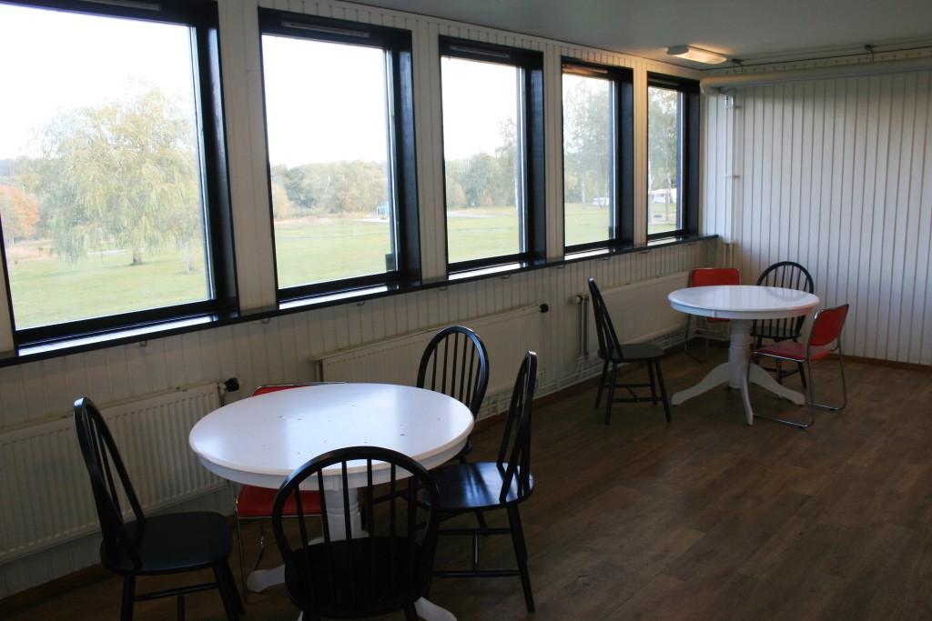 27 - Matplats inne i servicehuset