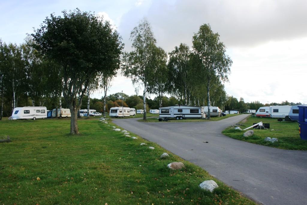 8 - Huvudled in till campingens olika delar