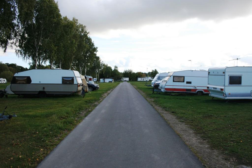 9 - En av många rakor på campingen lämplig för Busspush och långbord